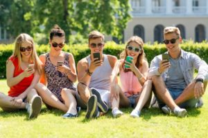 friends-with-phones